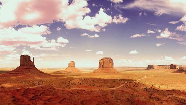ゴツゴツとした岩肌と綺麗な空を撮影した写真壁紙画像
