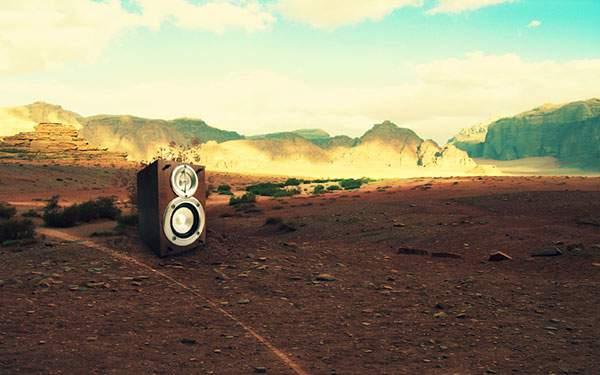 砂漠に置かれた大型スピーカーのかっこいい壁紙画像