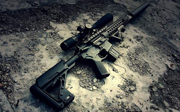 地面に置かれたライフル銃