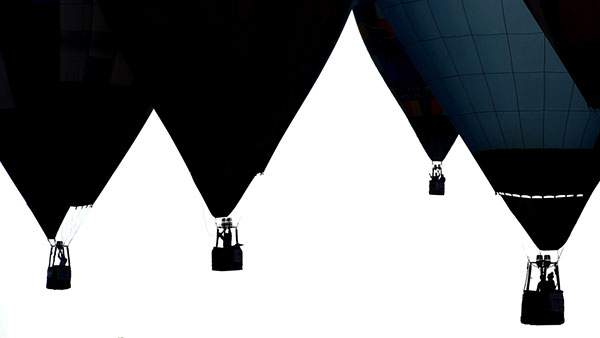 たくさんの熱気球をシルエットでデザインしたクールな壁紙画像