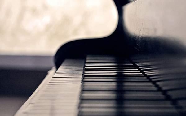ボケを活かしたピアノの綺麗な壁紙画像