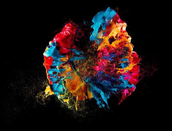 カラフルな塗料が飛び散る一瞬を収めた写真作品 - 01