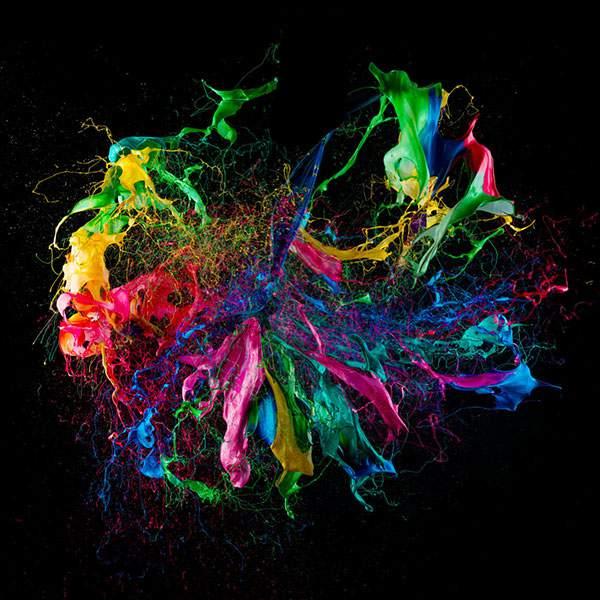カラフルな塗料が飛び散る一瞬を収めた写真作品 - 03