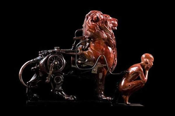 生物とメカを融合してデザインされた彫刻作品 - 03