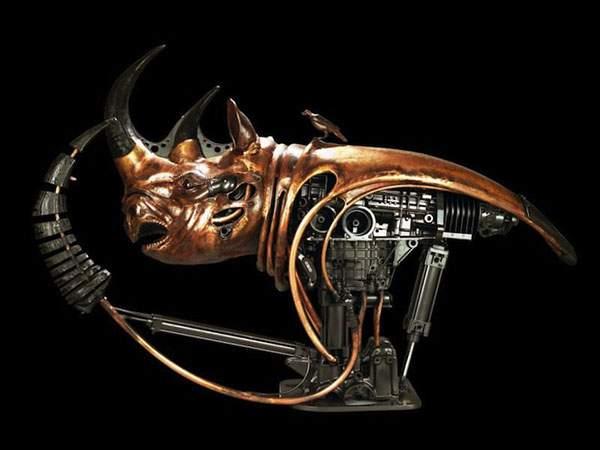 生物とメカを融合してデザインされた彫刻作品 - 05