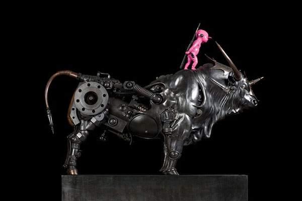 生物とメカを融合してデザインされた彫刻作品 - 06