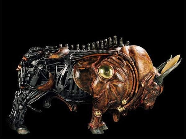 生物とメカを融合してデザインされた彫刻作品 - 07