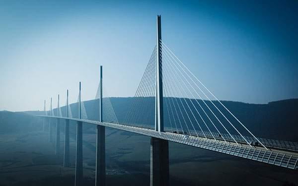 フランスのミヨー橋を撮影した綺麗な写真壁紙画像
