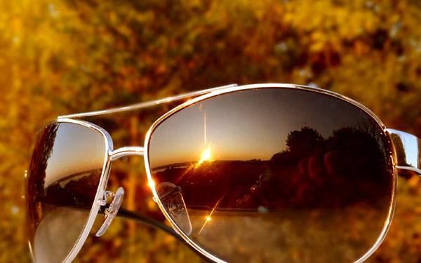 夕日を写したサングラスの美しい写真壁紙画像