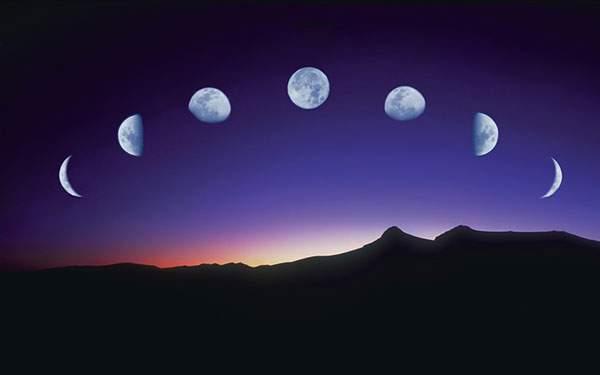 満ち欠けしていく月を重ね撮りした写真壁紙画像