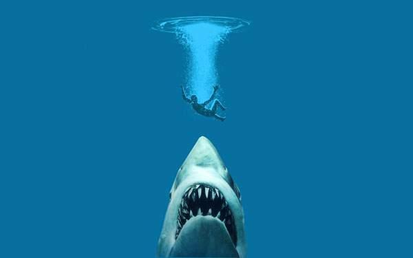 水に飛び込んだ男性を水面下から狙うジョーズのイラスト壁紙