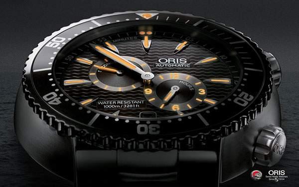 黒とオレンジのコントラストがクールなORISの腕時計の壁紙
