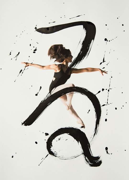 ダイナミックな身体表現を力強い文字と重ねたアート作品 - 02