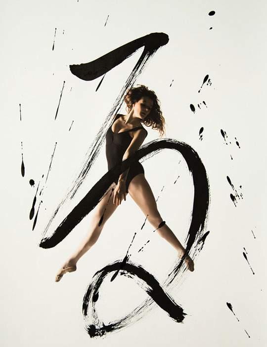 ダイナミックな身体表現を力強い文字と重ねたアート作品 - 03