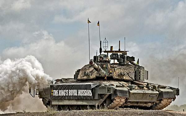 白い煙をあげる戦車のかっこいい写真壁紙画像