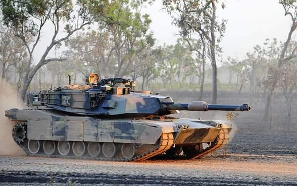 重厚感たっぷりの戦車を撮影した写真壁紙画像