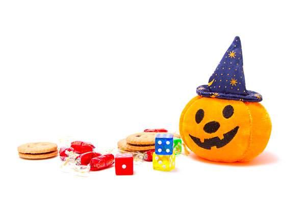 ゆる顔のハロウィンかぼちゃとお菓子