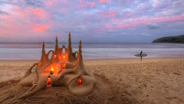 浜辺に作られたハイレベルすぎる砂のお城の写真壁紙画像
