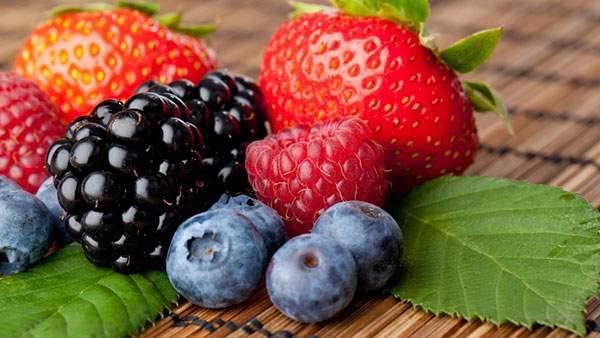 新鮮いちごとフルーツ画像
