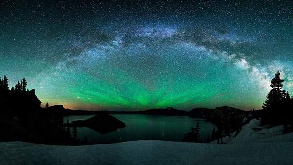 オーロラと湖と星空を撮影した綺麗な写真壁紙画像