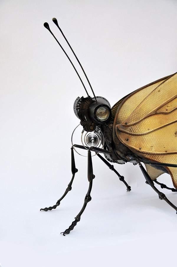 古い自動車や時計のパーツで作られたリアル過ぎる生物達 - 02