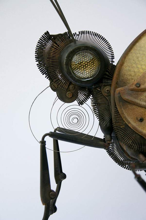 古い自動車や時計のパーツで作られたリアル過ぎる生物達 - 03