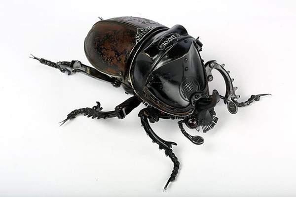 古い自動車や時計のパーツで作られたリアル過ぎる生物達 - 04
