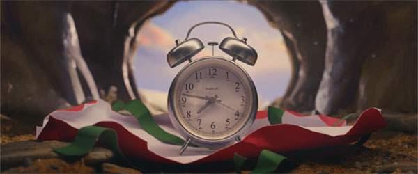 ウサギがクマに渡したプレゼントは目覚まし時計だったのです。