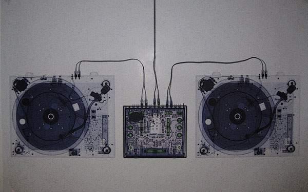 卓ミキサーをレントゲン写真風に撮影した写真壁紙画像