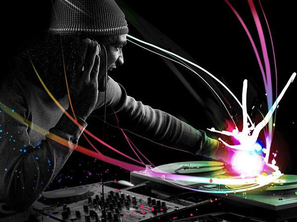 DJプレイする男性をカラフルな光でデザインしたかっこいい写真壁紙画像