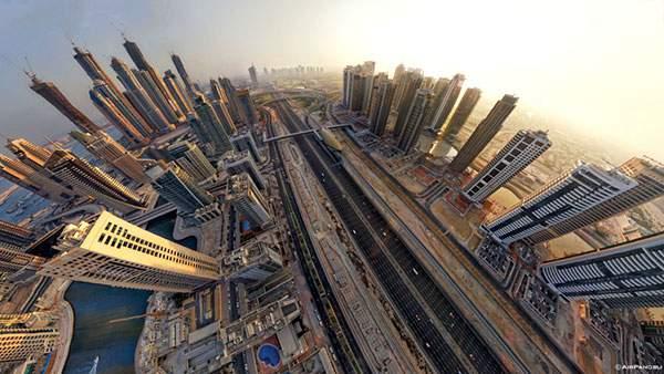 ドバイの高層ビル群を上空から魚眼で捉えた迫力の写真壁紙画像