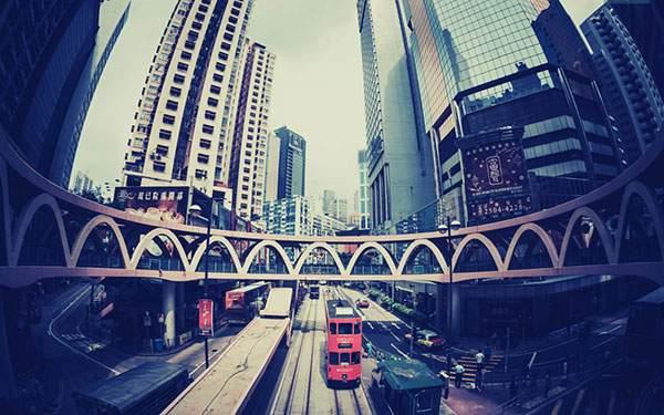 香港の街並みを超広角で撮影したレトロな雰囲気の写真壁紙画像