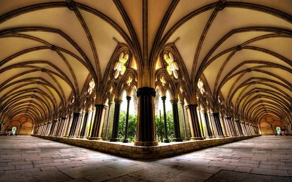 バロック建築の内部の廊下を魚眼で撮影した美しい写真壁紙画像
