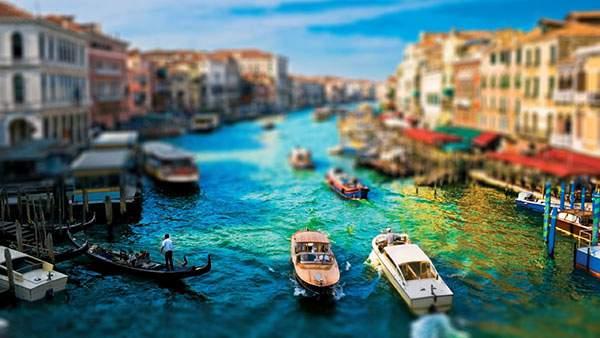 ベネチアの美しい町並みをミニチュア風に撮影したチルトシフト写真壁紙画像