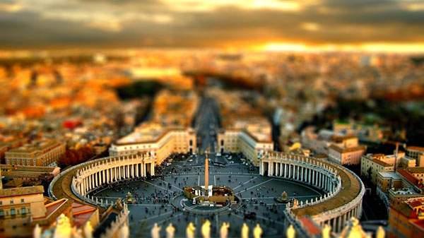 バチカンのサン・ピエトロ大聖堂をチルトシフト撮影した綺麗な写真壁紙画像