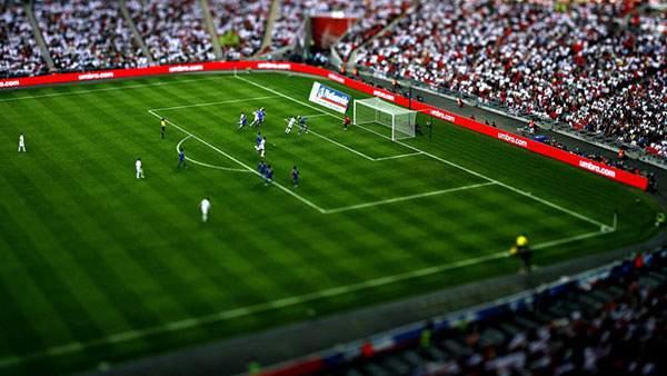 サッカーの試合をミニチュア風に撮影した可愛い写真壁紙画像