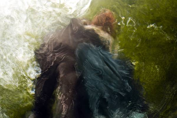 「水」の美しさに魅了された写真家が映し出す、幻想的な水中ポートレート作品 - 03