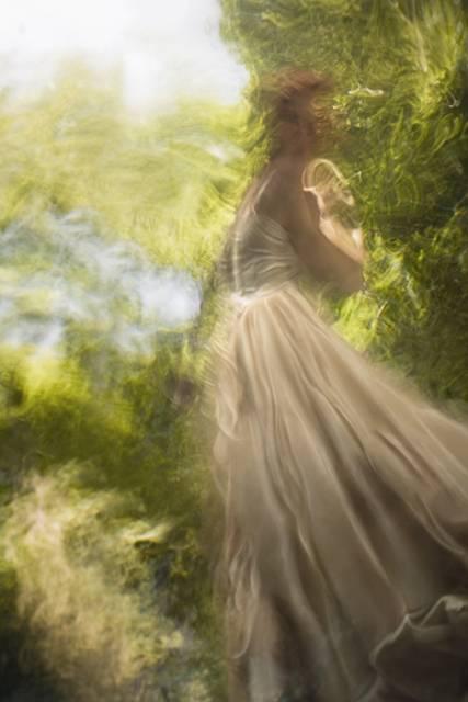 「水」の美しさに魅了された写真家が映し出す、幻想的な水中ポートレート作品 - 04