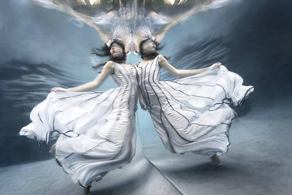「水」の美しさに魅了された写真家が映し出す、幻想的な水中ポートレート作品 - 05