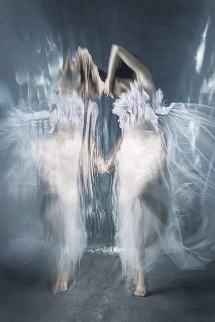 「水」の美しさに魅了された写真家が映し出す、幻想的な水中ポートレート作品 - 06