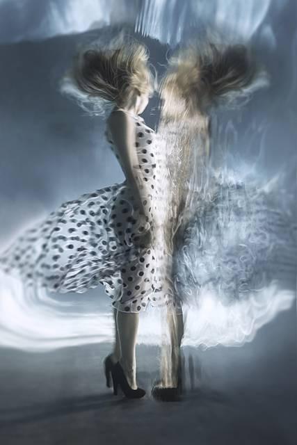 「水」の美しさに魅了された写真家が映し出す、幻想的な水中ポートレート作品 - 07