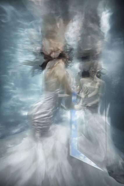 「水」の美しさに魅了された写真家が映し出す、幻想的な水中ポートレート作品 - 08
