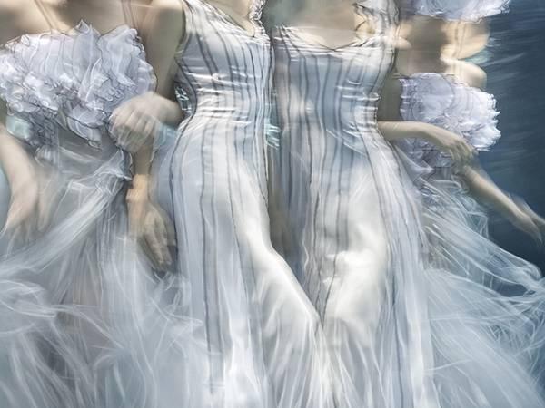 「水」の美しさに魅了された写真家が映し出す、幻想的な水中ポートレート作品 - 09