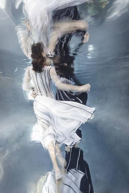 「水」の美しさに魅了された写真家が映し出す、幻想的な水中ポートレート作品 - 10