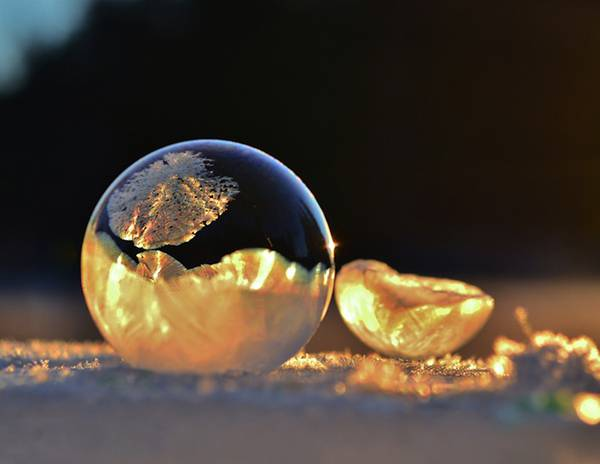 凍ったシャボン玉を撮影した美しい写真作品 - 01