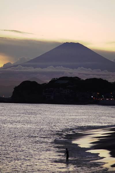 浮かび上がる富士
