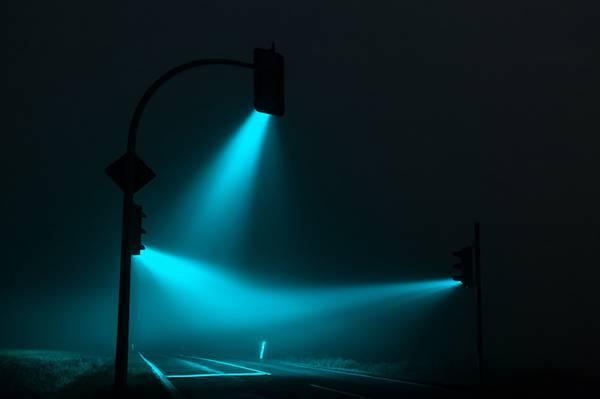 霧の中の信号を長時間露光で撮影した写真作品 - 03
