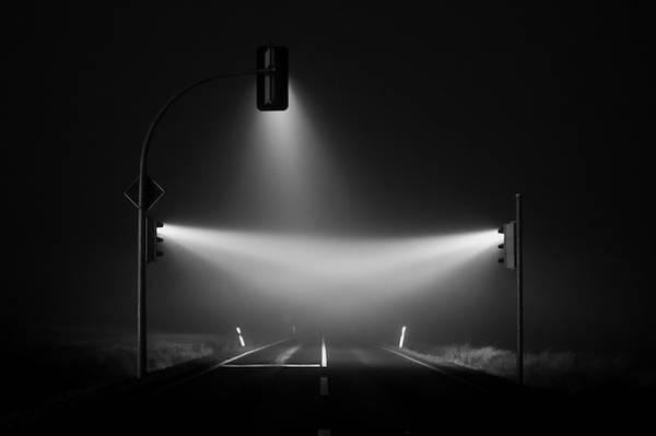 霧の中の信号を長時間露光で撮影した写真作品 - 04