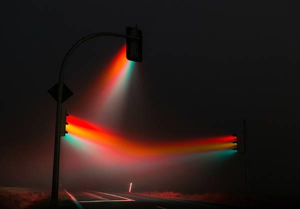 霧の中の信号を長時間露光で撮影した写真作品 - 05