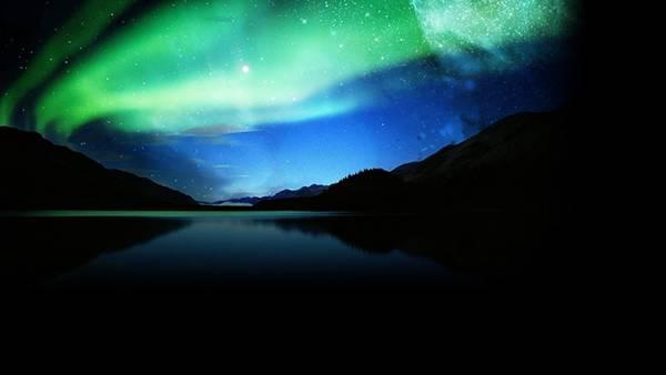 暗闇に広がるグリーンのオーロラを撮影した美しい写真壁紙画像